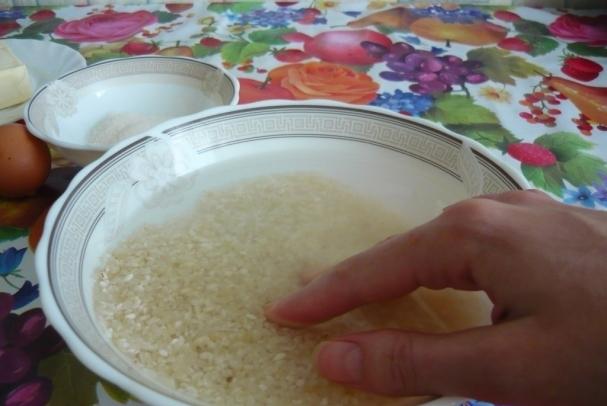 варим рис для запеканки