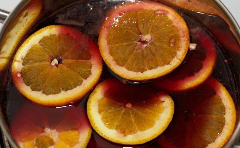 добавляем апельсин к вину