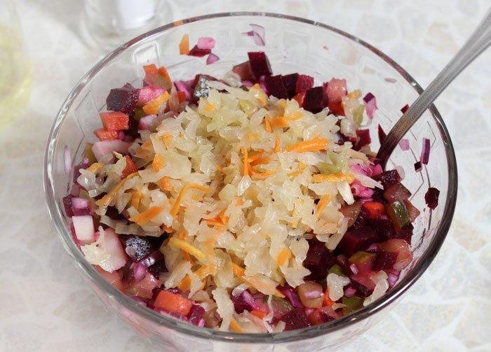 добавляем в салат квашеную капусту