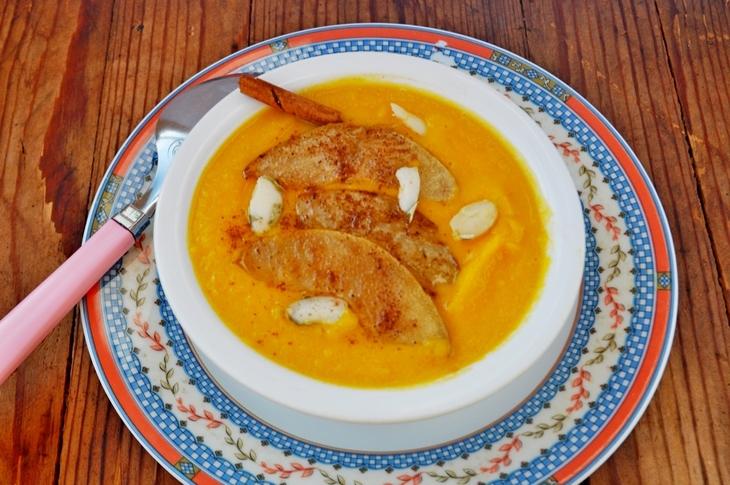 подаем готовый суп пюре из тыквы