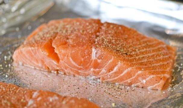 ставим рыбу в духовку в фольге